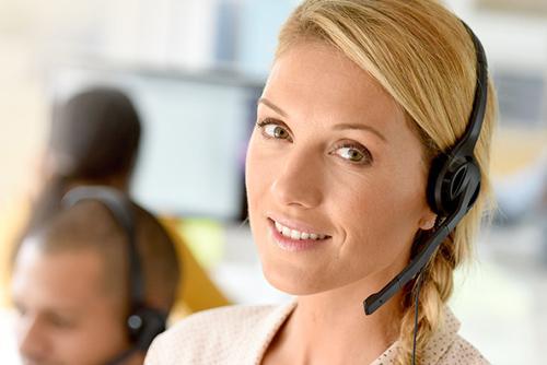 Helden Umzüge - Kundensupport Umzugsunternehmen Berlin, Beraterin mit Headset